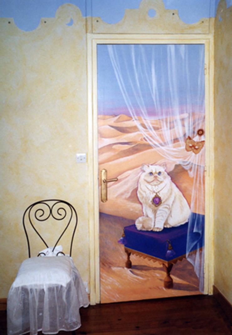 Trompe-l'œil chat: Maison de style  par Creamint