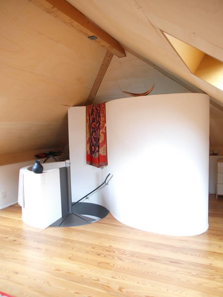 Casa nel nucleo: Studio in stile  di Spazzi - Fausto Forni e Stefano Gueli -