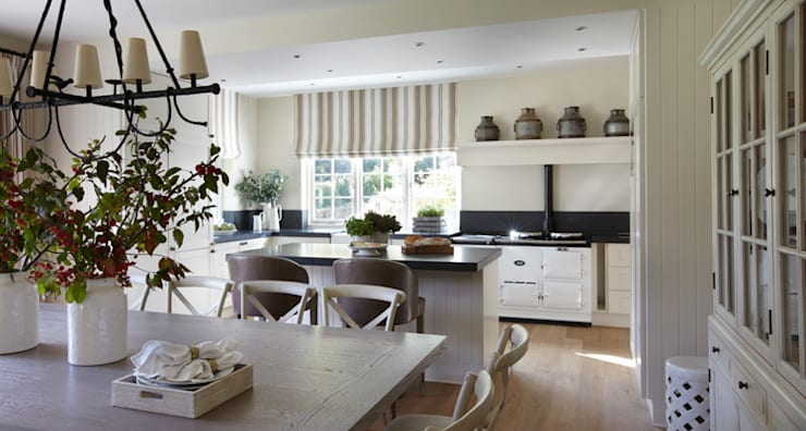 Country House, Hampshire: country Kitchen by Helen Green Design