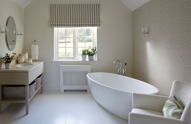 Country House, Hampshire: country Bathroom by Helen Green Design