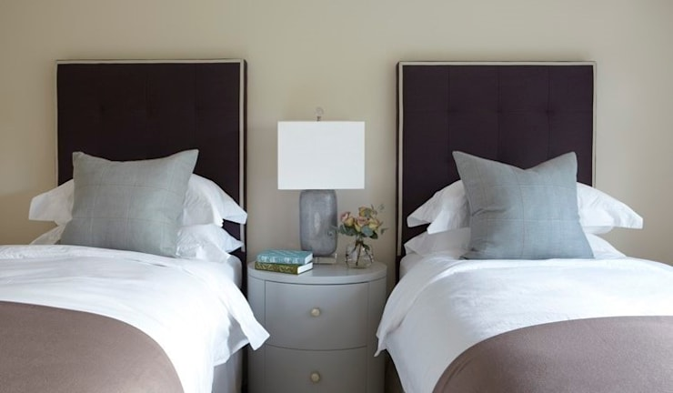Country House, Hampshire:  Bedroom by Helen Green Design
