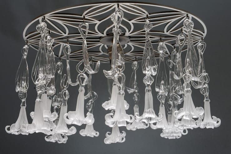 Glass chandelier  with white flowers:  Corridor, hallway & stairs by A Flame with Desire