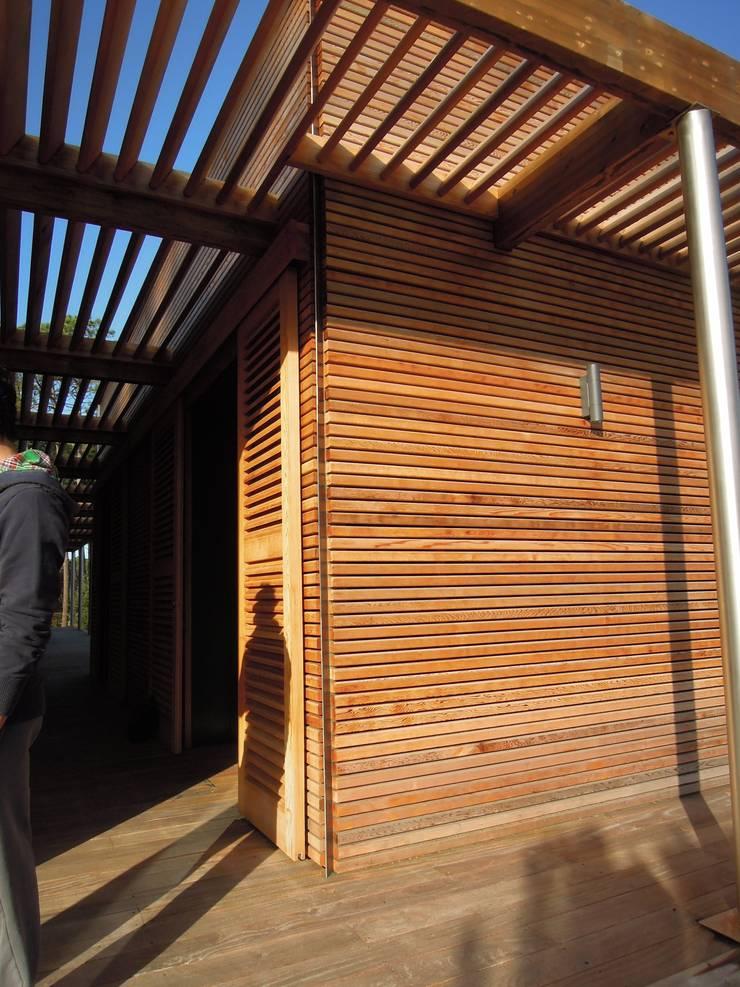 Maison Sultan: Maisons de style  par Nov'archi