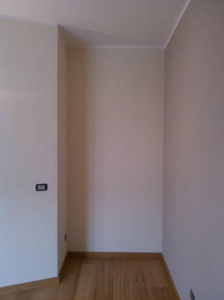 Cose di nicchia : Camera da letto in stile  di zs 2   studio progettazione integrata