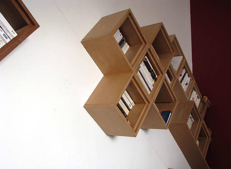 Etagère <q>Tetris</q>: Salon de style  par Sullivan Jolly