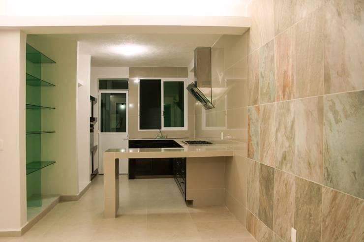 Remodelacion Casa <q>El Almendro</q>: Cocinas de estilo  por zerraestudio