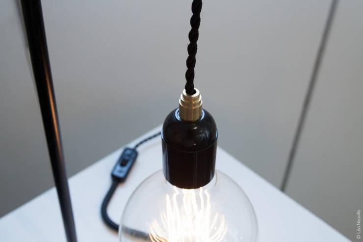 Lampe à poser <q>Plombière</q> monte et baisse: Maison de style  par Daniel Gallo - Editions MD