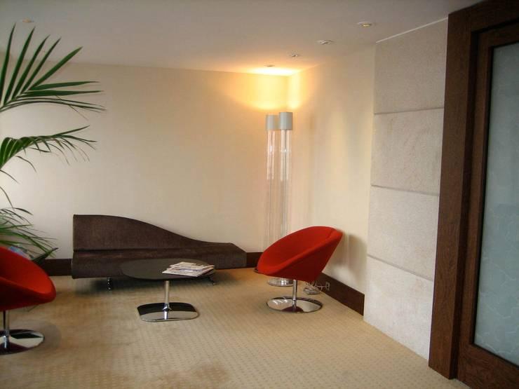 Attente Direction Générale: Bureaux de style  par Architectures²