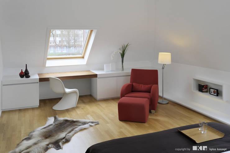 Dormitorios de estilo  de KPLUS KONZEPT GMBH