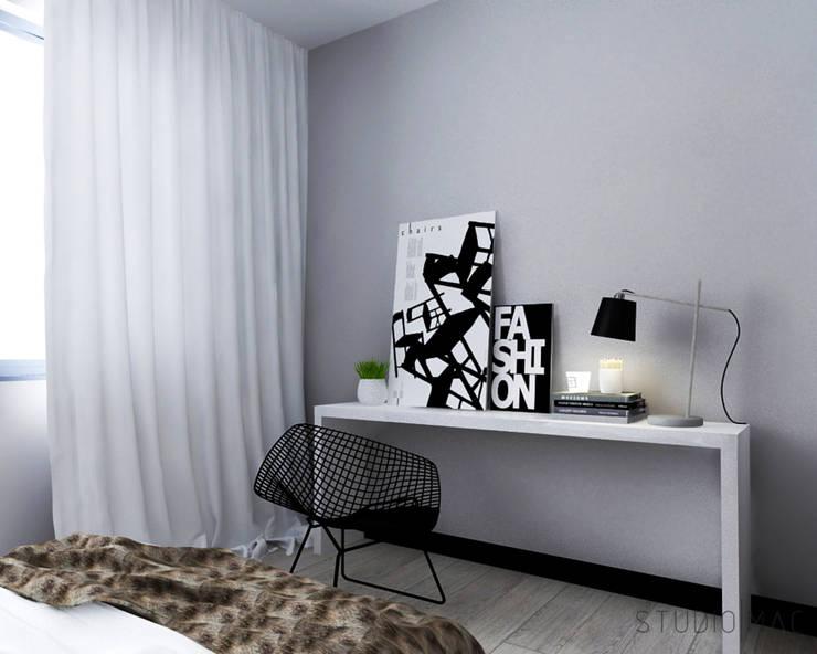 Projekt wnętrz domu jednorodzinnego: styl , w kategorii Domowe biuro i gabinet zaprojektowany przez STUDIO MAC