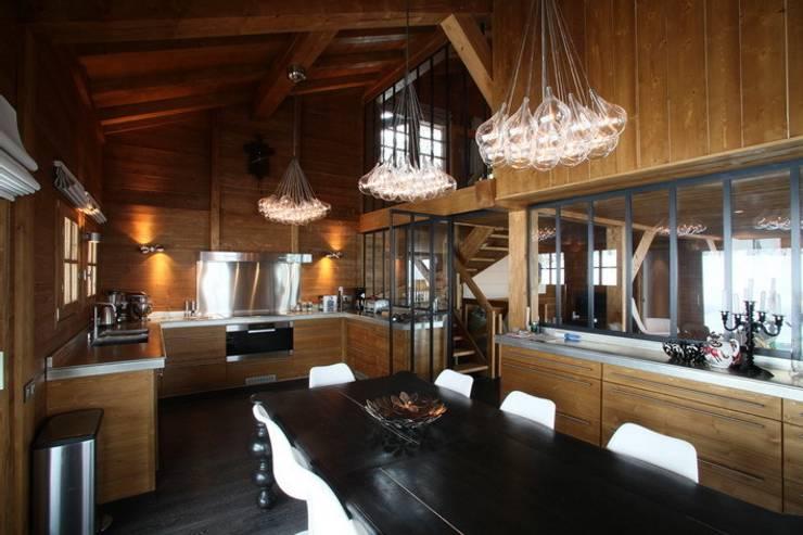 Chalet: Maisons de style  par Grosset Janin