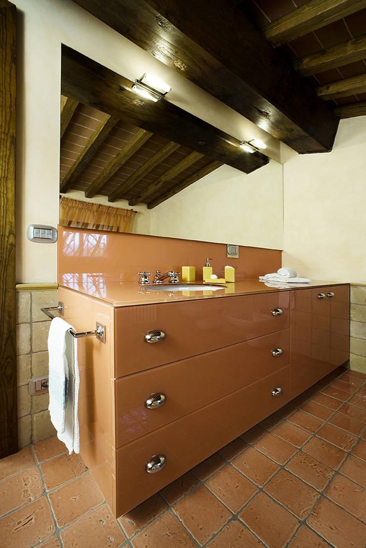 Bagni: Bagno in stile  di Arredamenti Caneschi srl