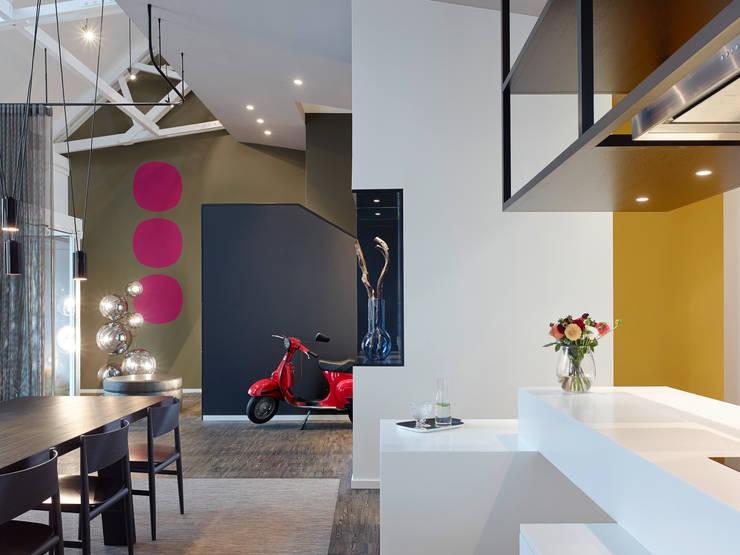 Loft ESN:  Wohnzimmer von Ippolito Fleitz Group – Identity Architects,