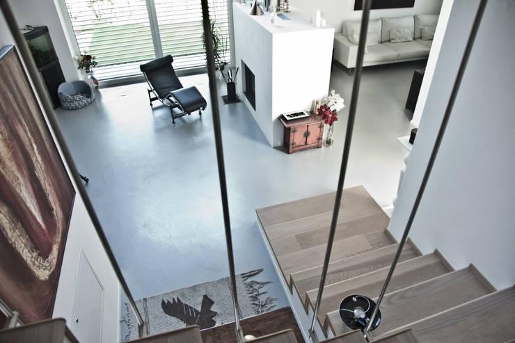 Murs & Sols de style  par Resin Floor srl