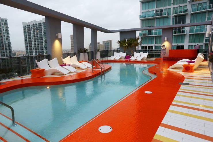 Hotel Mybrickell Miami: Piscinas de estilo  de Vondom
