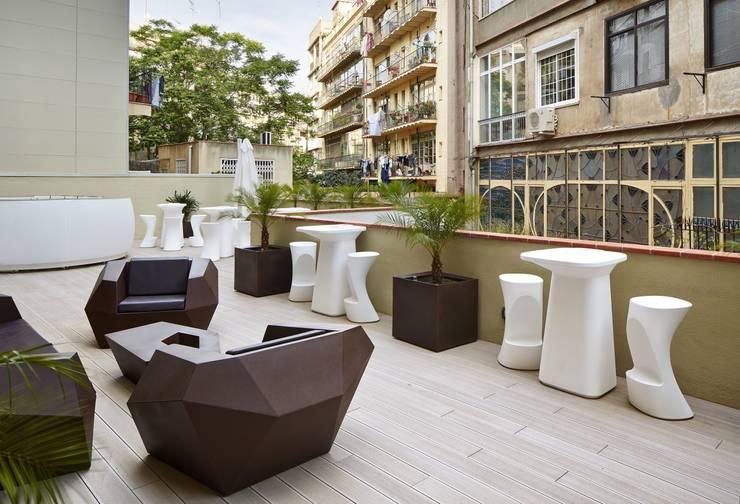 Hotel Vincci Barcelona: Jardines de estilo  de Vondom