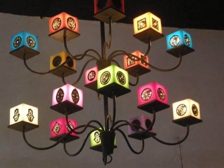Lampara: Maison de style  par Guennouni design