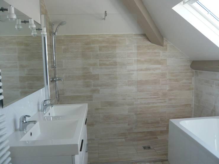 Salle de bain esprit cabane de plage: Chambre de style  par Vertinea