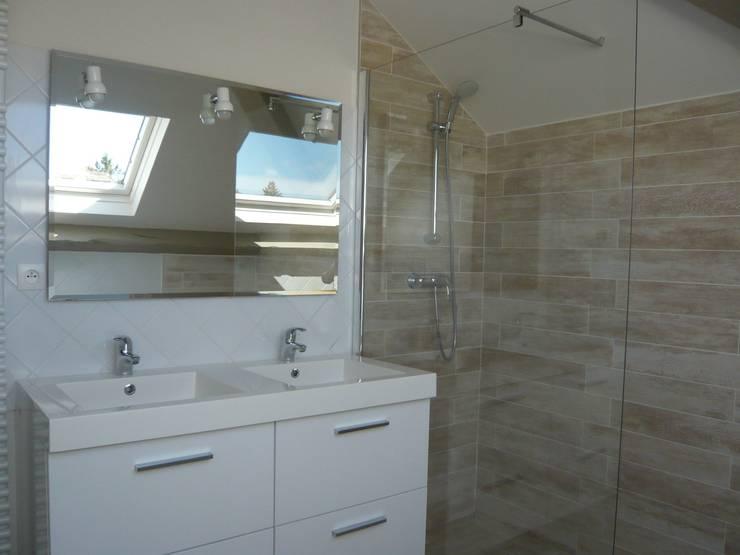 Double vasque et douche à l'italienne: Chambre de style  par Vertinea