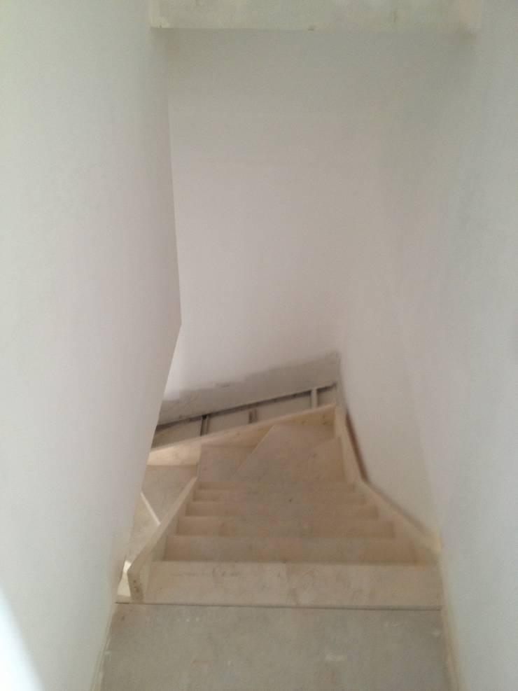>Installation de l'escalier:  de style  par Natalie Brun d'Arre