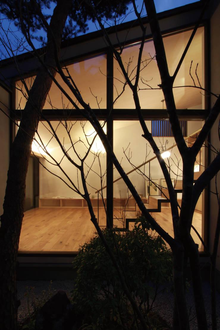 若林M邸: 遠藤誠建築設計事務所(MAKOTO ENDO ARCHITECTS)が手掛けた庭です。