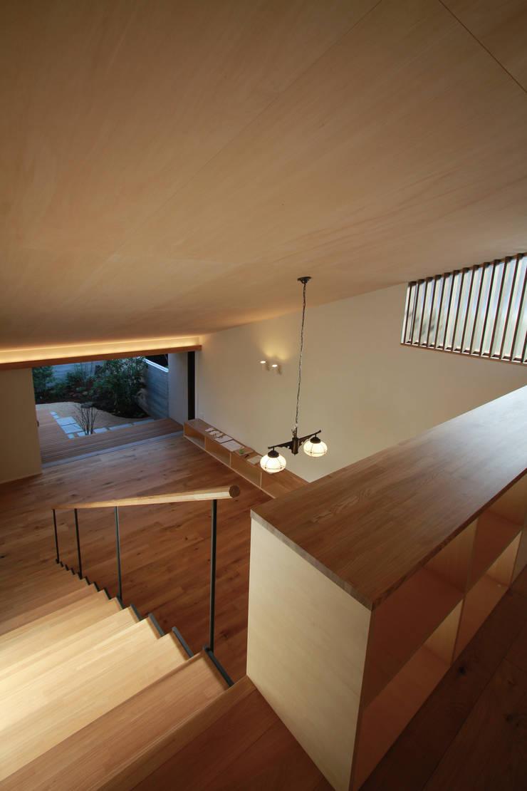 若林M邸: 遠藤誠建築設計事務所(MAKOTO ENDO ARCHITECTS)が手掛けた書斎です。,モダン