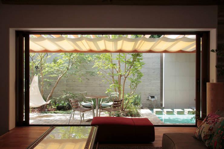 Jardines de estilo  por 遠藤誠建築設計事務所(MAKOTO ENDO ARCHITECTS)