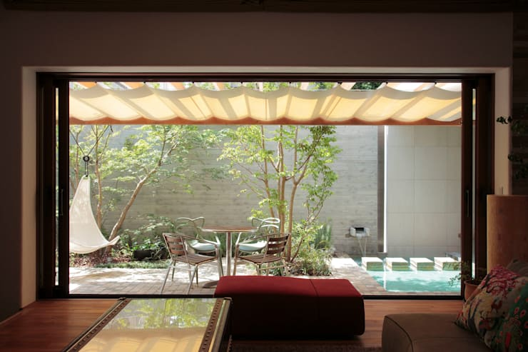 Jardins modernos por 遠藤誠建築設計事務所(MAKOTO ENDO ARCHITECTS)