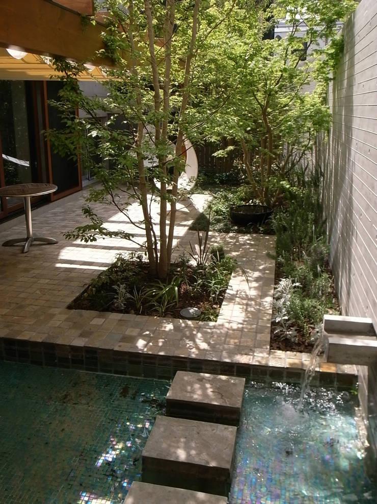 深沢S邸: 遠藤誠建築設計事務所(MAKOTO ENDO ARCHITECTS)が手掛けた庭です。