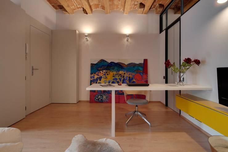 ÀTICO EN GRACIA : Comedores de estilo  de Lara Pujol  |  Interiorismo & Proyectos de diseño