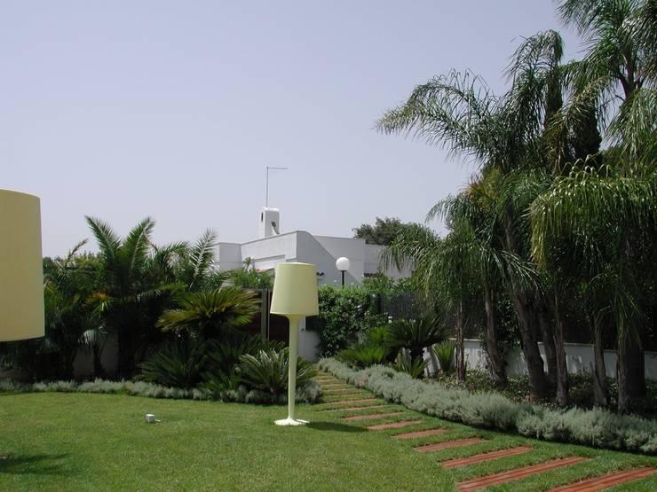 Garden by  MELLOGIARDINI EXTERIOR DESIGNERS,
