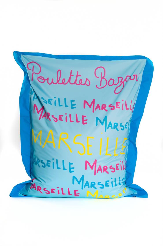 SIT & RELAX MARSEILLE: Piscine de style  par POULETTES BAZAR