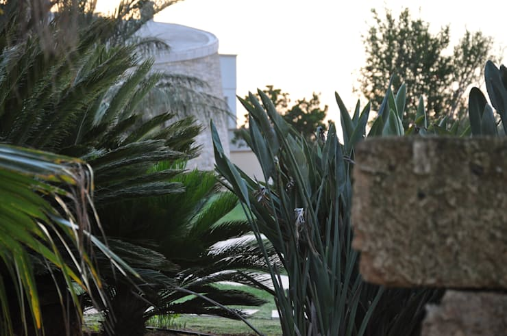 La tradizione nel giardino: Giardino in stile  di  MELLOGIARDINI EXTERIOR DESIGNERS