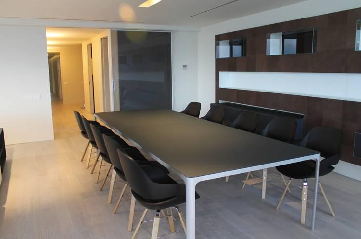 Apartamento en el mar: Casas de estilo  de Marset Interiorismo