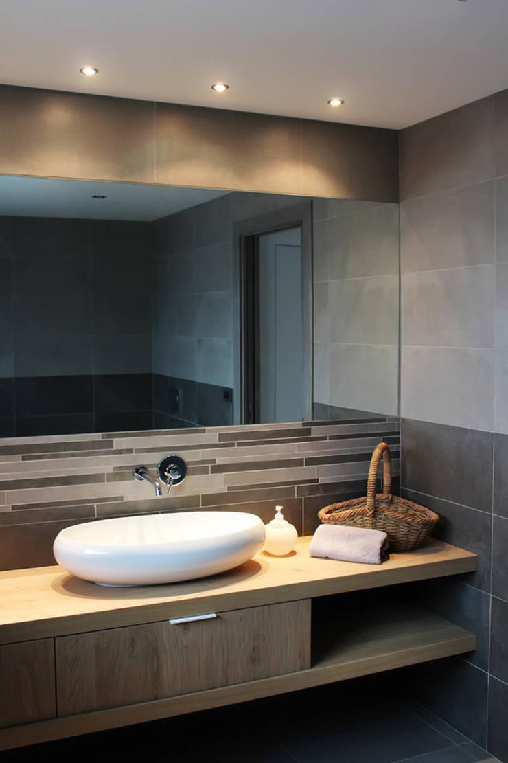 SAN BENIGNO HOUSE: Bagno in stile  di Studio 06, Moderno