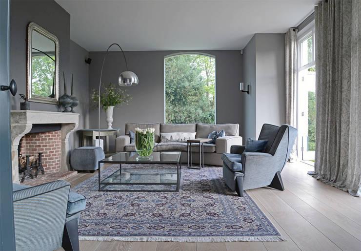 rustic Living room by PJ van Aalst exclusieve tapijten BV