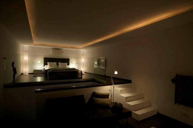 Casa Geniol - Punta de la Mona: Dormitorios de estilo  de SH asociados - arquitectura y diseño