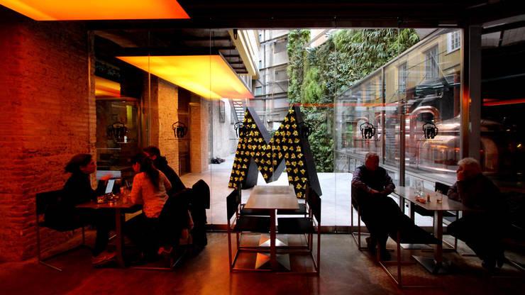 PATI FÀBRICA MORITZ: Ferias de estilo  de Lara Pujol  |  Interiorismo & Proyectos de diseño