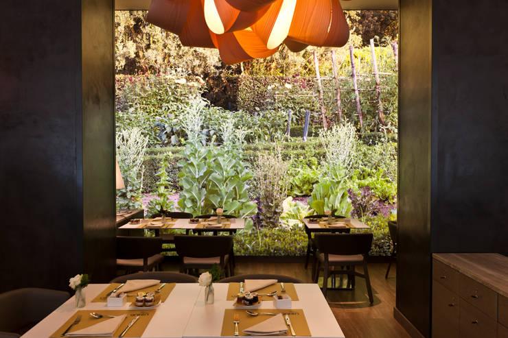 Restaurant: Negozi & Locali Commerciali in stile  di Andrea Auletta Interior Design