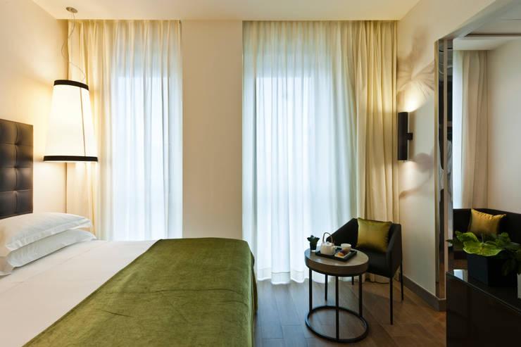 Superior room: Negozi & Locali Commerciali in stile  di Andrea Auletta Interior Design