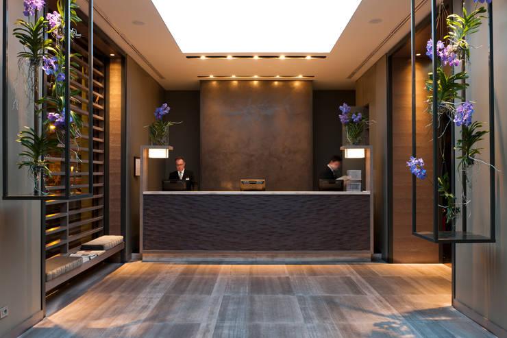 Reception: Negozi & Locali Commerciali in stile  di Andrea Auletta Interior Design
