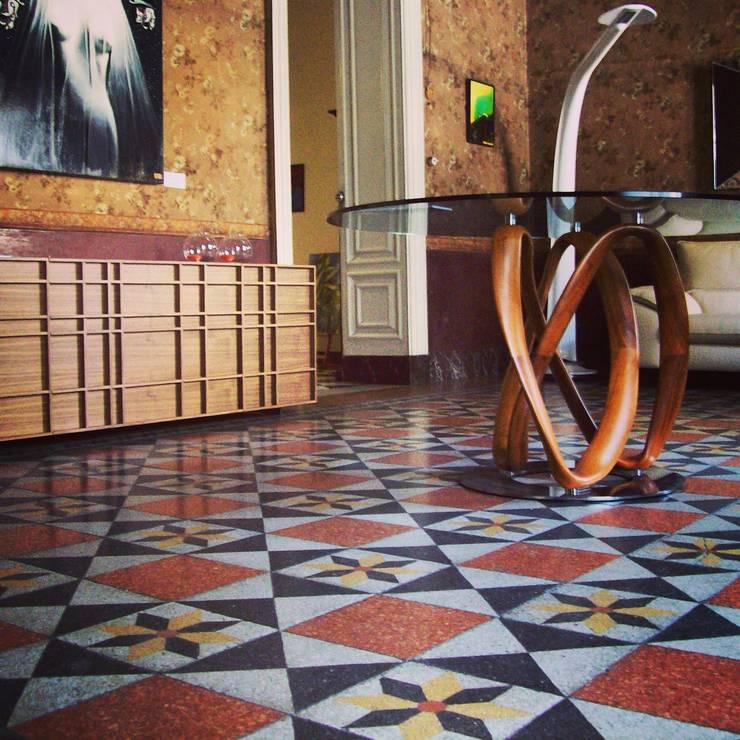 Tavolo infinity : Soggiorno in stile  di Arredi Grasso srl