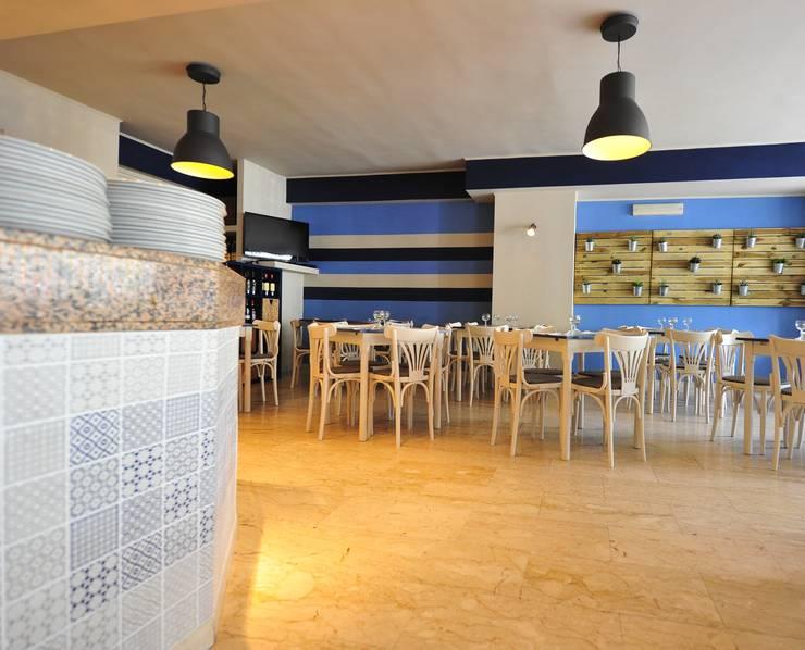 particolare zona forno:  in stile  di Designer-in di Rosita Simeoli