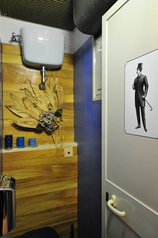 particolare bagno:  in stile  di Designer-in di Rosita Simeoli