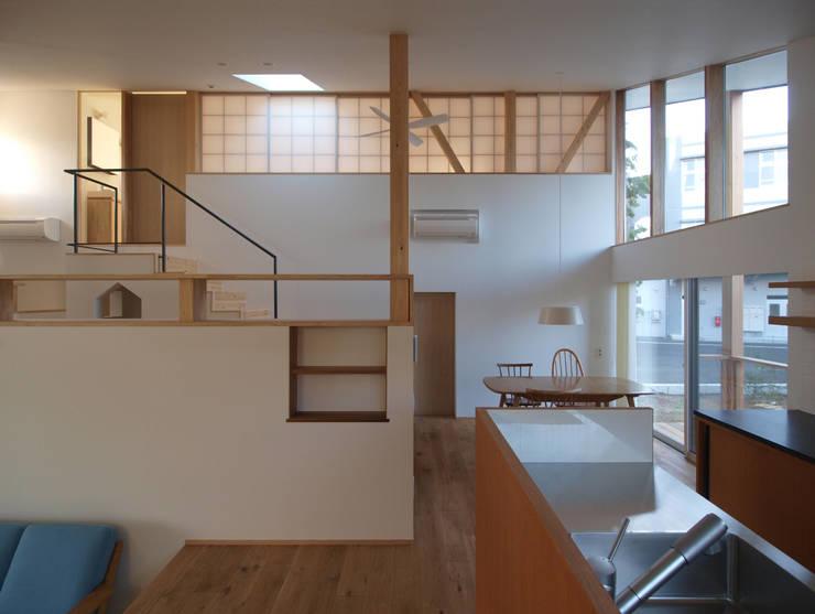庭と暮らす家: INADE architectsが手掛けた家です。,オリジナル