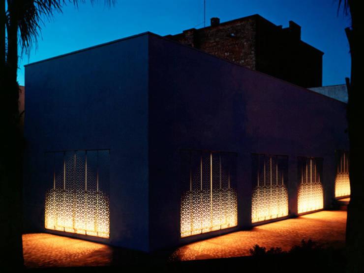 Pasillos y vestíbulos de estilo  por Peter Pichler Architecture