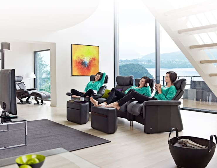 Il  tuo  salotto  diventa  la  tua  sala  cinema : Negozi & Locali commerciali in stile  di Stressless Poltrone,