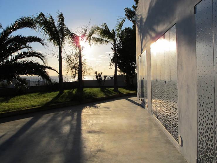 Jardines de estilo  por Peter Pichler Architecture