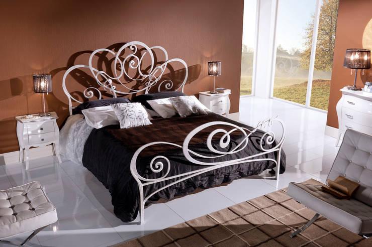Dormitorios de estilo moderno de Ferrari Arredo & Design