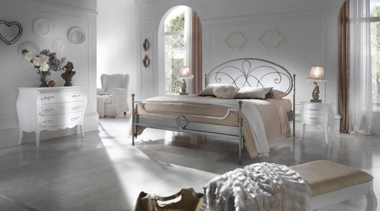 Dormitorios de estilo  por Ferrari Arredo & Design